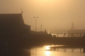 Brume sur le port et la c├┤te de St Vaast. Photo Michel Riou (9)